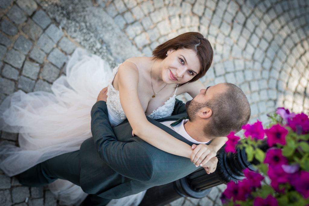 позирането във сватбената фотография