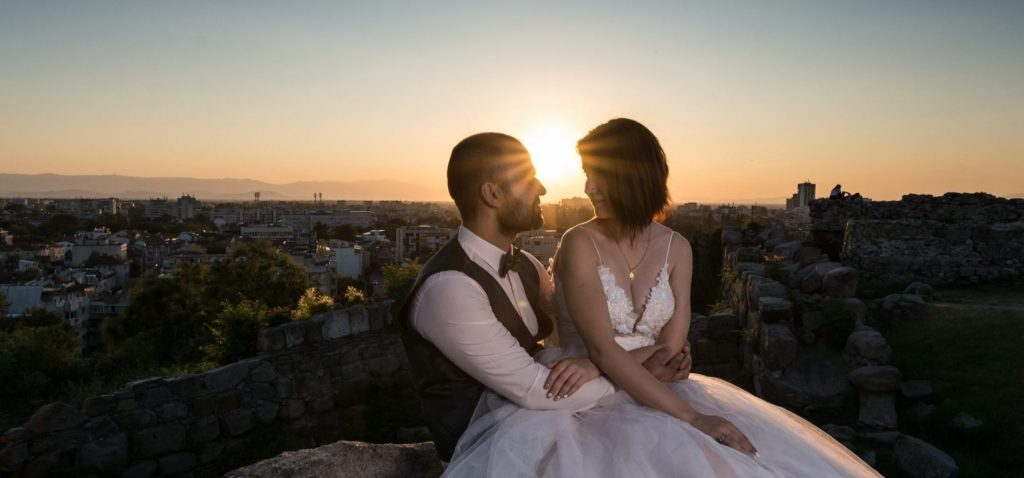 Сватбена фотосесия в центъра на Пловдив